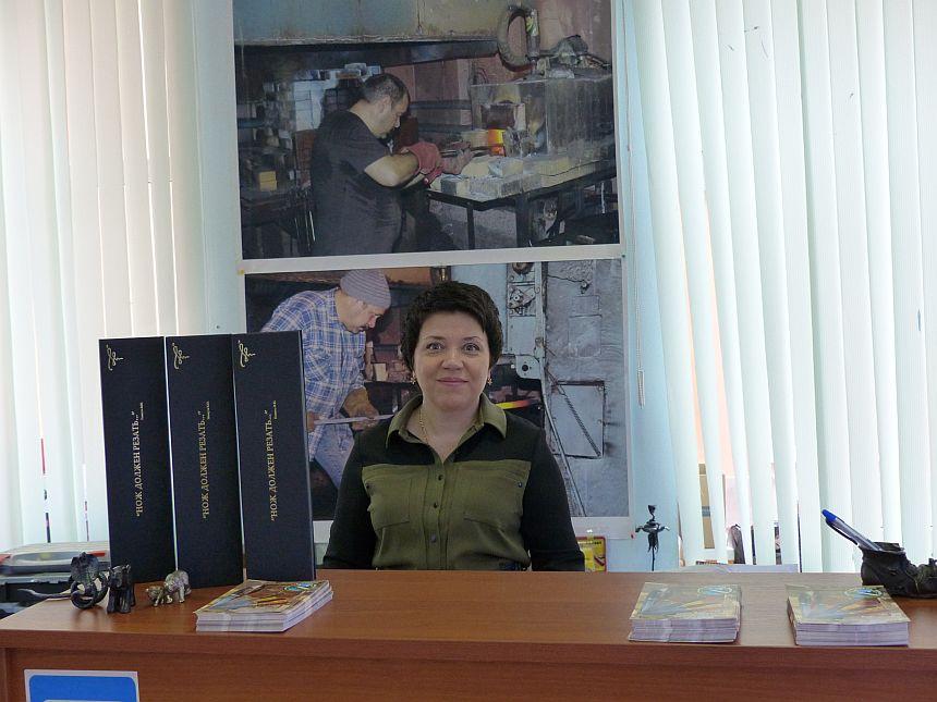 Пампуха Оксана в магазине Русские ножи май 2014г