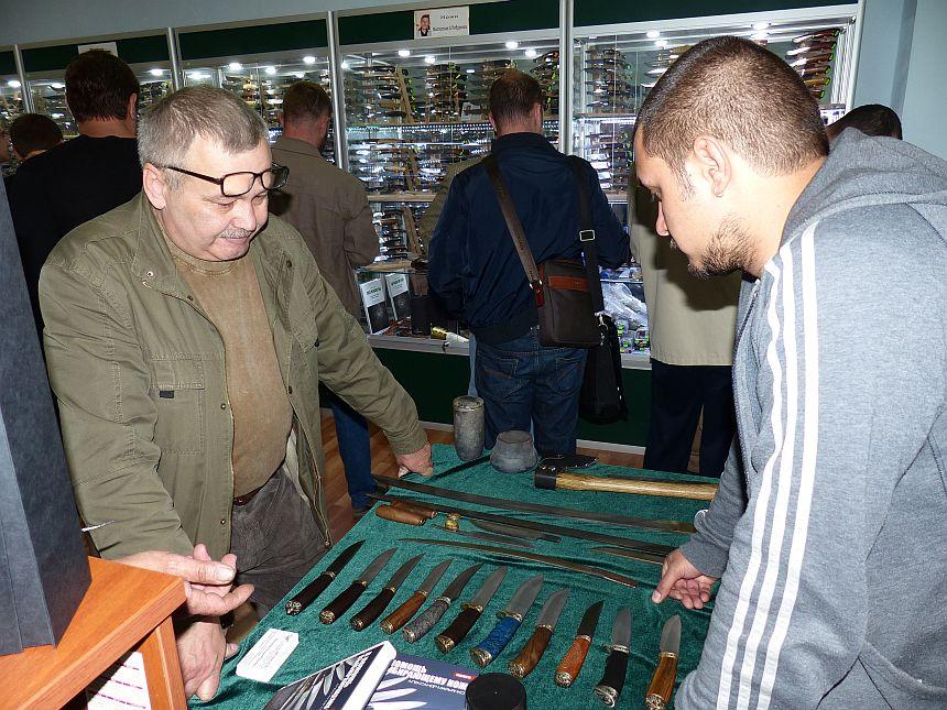 Олег Пампуха в магазине Русские ножи май 2014г